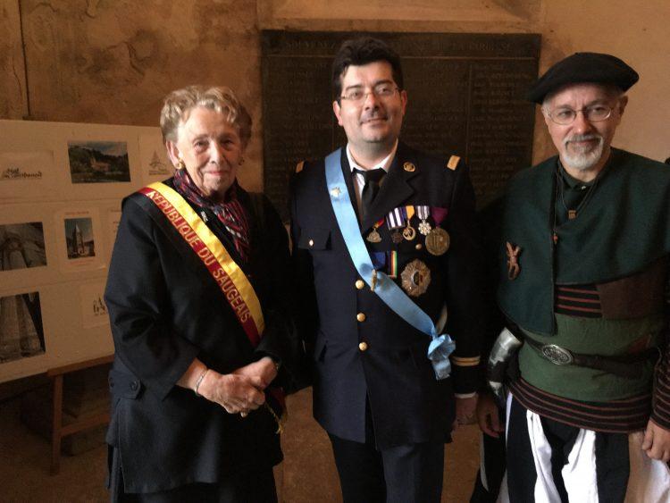 SMI Olivier entouré de SE la Président du Suageais et du Très honorable Sogoln Yg Yscga (communauté fomoire)